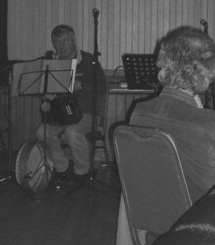 ok, ok, so my flash made a poor job so these are b&w instead!  william bremner singing a stroma song, with frank in the foreground